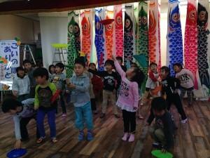 【画像】東日本大震災支援・鯉のぼりプロジェクト_2014年度_こいのぼりと子どもたち